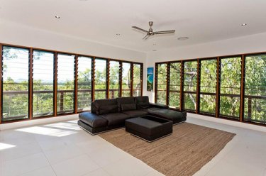 the living room have a breezway louvre windows