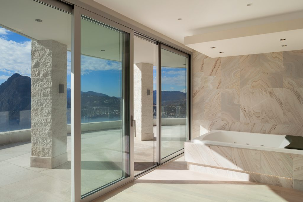Interior,,Wide,Room,With,Marble,Bathroom,Modern,Design